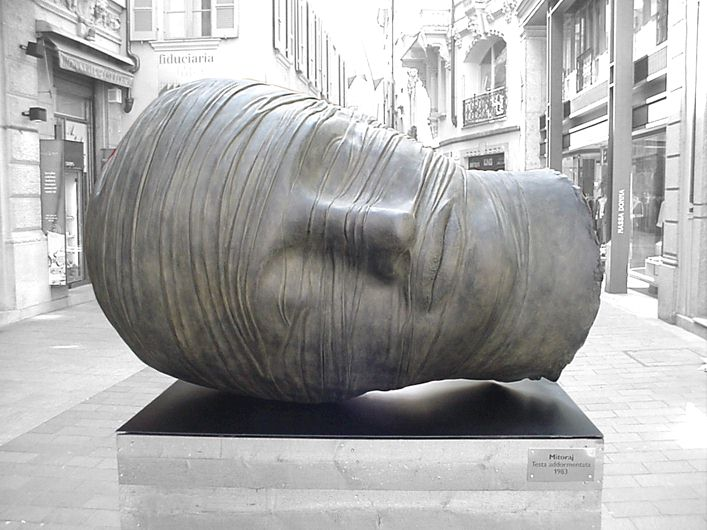 Igor Mitoraj /classical tradition sculptor